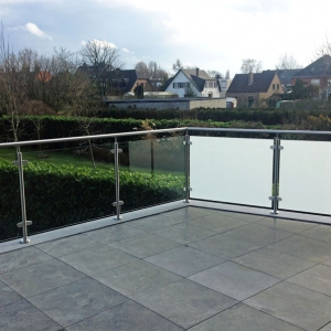 terrasafsluiting in inox met mat en helder glas