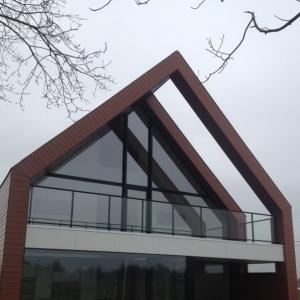 buiten balustrade in aluminium en glas