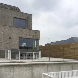 terrasafsluiting in gelakt staal met staven