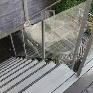 trapleuning in staal en glas voor buiten