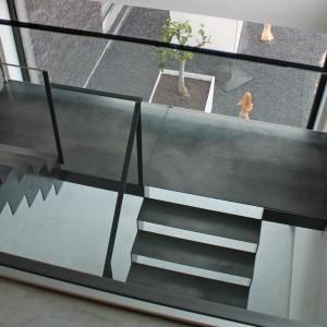 stalen trap met dubbel bordes in staal